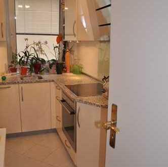Von Privat! Exklusive, vollständig renovierte 3-Zimmer-Wohnung mit Balkon und Einbauküche in FFM