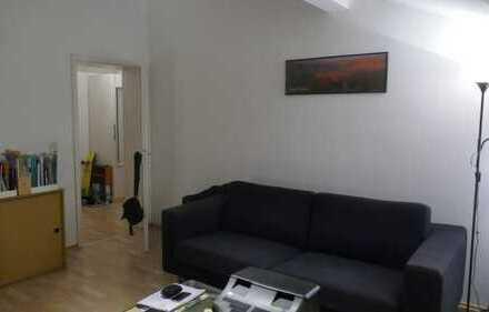 2-Zimmer-DG-Wohnung zur zeitlich BEFRISTETEN Untermiete für EINZELPERSON :-)