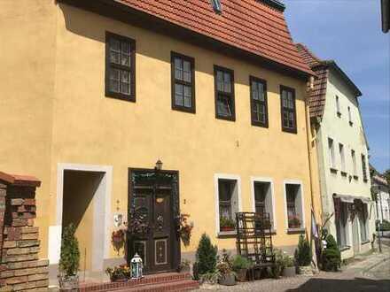 +++Denkmalgeschütztes, teilsaniertes Wohnhaus in der Delitzscher Altstadt+++