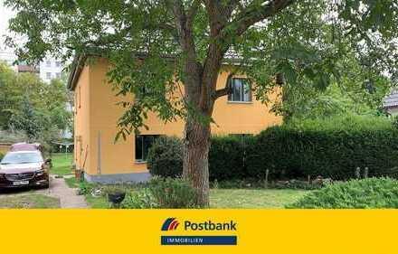 Großzügiges Einfamilienhaus mit Wintergarten in ruhiger Seitenstraße