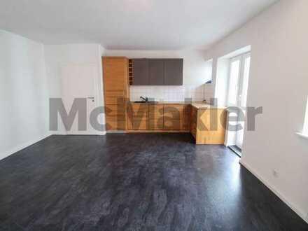 Erstbezug nach Sanierung: Helle 2-Zi.-ETW mit Balkon und ca. 50 m² Sondereigentum im Dachboden