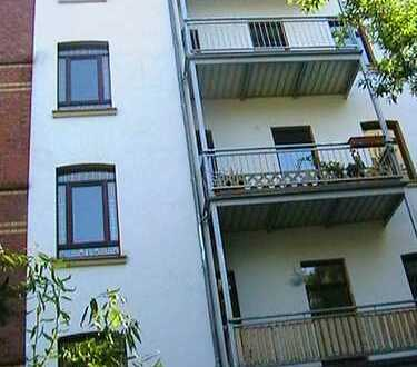 WG-geeignete Dachgeschoss-Wohnung mit Balkon wieder zu vermieten