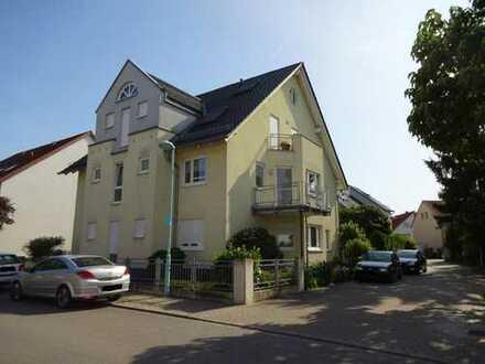 Großzügige, helle 4 Zimmer-Komfort-Wohnung mit 2 Balkonen und Pkw-Stellplatz !