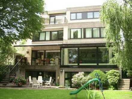 Großzügige 150qm Wohnung mit eigenem Garten, Sauna und Wintergarten in Lohausen (Neusser Weg)