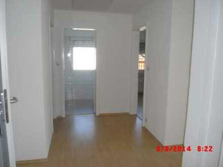 Vollständig renovierte 4-Zimmer-Dachgeschosswohnung mit Balkon u.EBK in Schorndorf