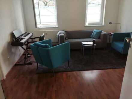 WG-Zimmer in frisch sanierter Dachgeschosswohnung