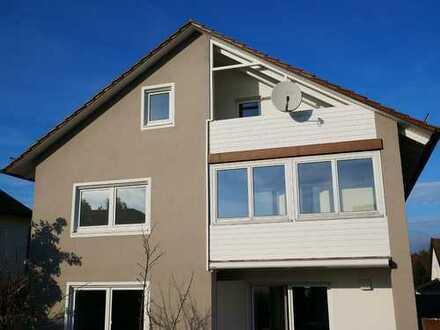 gepflegte 2,5 Zimmer Wohnung mit 2 Balkonen in ruhiger Wohnsiedlung