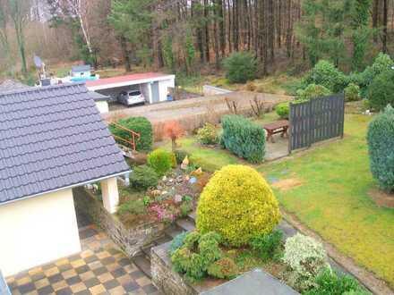 Renovierte Dachgeschosswohnung mit schönem Fernblick, Gartenanteil, Stellplatz