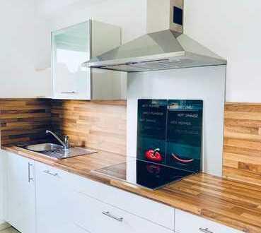 Sehr helle-gepflegt, Renovierte 3-Zimmer-Wohnung mit Balkon und EBK in Ingolstadt