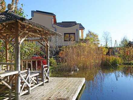 HEINRICH v. KÖLICHEN: Außergewöhnliches Anwesen mit Traumgarten und Schwimmteich