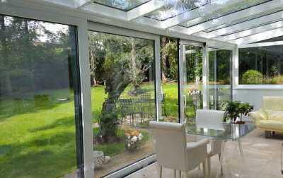 Exklusive 3-Zi-Terrassenwohnung mit EBK und großem Garten in Stuttgart