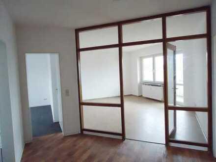 Helle 3 Zimmer - Wohnung mit Balkon