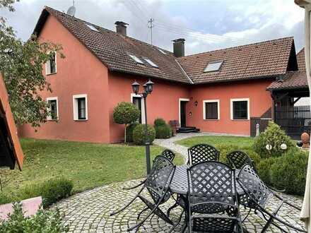 Gehobene Ausstattung, Gepflegter Garten- und Terrasse, Loggia, Garage u. 2 Carports