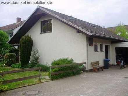 Großer Winkelbungalow mit zwei Garagen in Neustadt am Rübenberge.