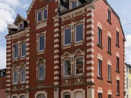 Renovierte großzügige 2 Zimmer Wohnung in zentraler Lage ab sofort frei