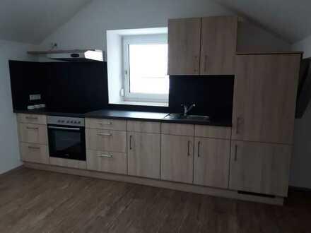 Modernisierte 2-Raum-DG-Wohnung mit Einbauküche in Diemantstein