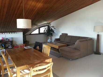 Geräumige 3,5-Zimmer-DG-Wohnung in EFH in Blaustein