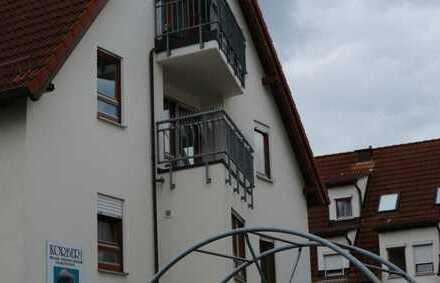 Renovierte 2,5 Zimmer wohnung im 2.OG mit EBK, DU/WA, Balkon sowie einem TG-Platz in Gärtingen