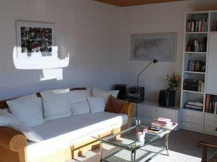 Ruhige und helle 2 1/2 Zimmer-DG-Wohnung