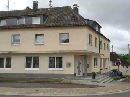 Baumholder, zentrale Lage, große, helle Wohnung mit Südbalkon