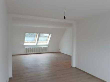 Helle, freundliche 2 Zimmer Dachgeschosswohnung in Dinslaken, mit Garage und Gartennutzung
