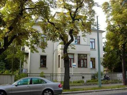Geräumige 4 Raum Wohnung mit Parkett und Balkon im preußischen Viertel! Frei ab Sofort!!