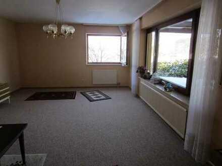 3,5 Zimmer-Wohnung mit Terrasse in Aussichtslage