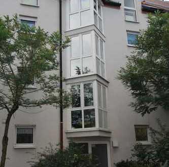 Gepflegte 2-Zimmer-Dachgeschosswohnung mit Loggia in der neuen Mitte von Dietzenbach