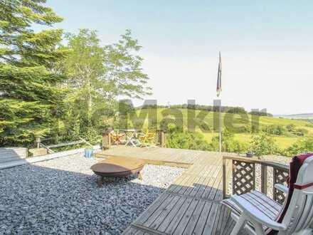 Beste Aussichten: Modernes Wochenendhaus mit großem Garten und unverbaubarem Naturblick