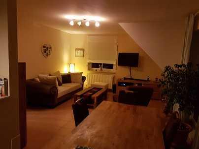 Modernisierte 4-Zimmer-Maisonette-Wohnung mit Balkon und Einbauküche in Emden