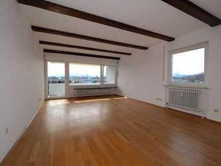 Exklusive, vollständig renovierte 3-Zimmer-Wohnung mit Balkon und EBK in Traunstein