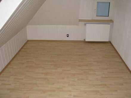 Ideal für Single, renovierte 3-Zimmer-DG-Wohnung in Ahlen