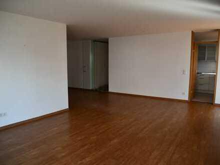 Schöne helle vier Zimmer Wohnung in Halbhöhenlage, Esslingen am Neckar