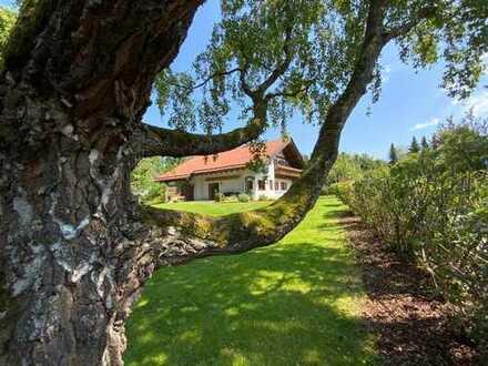 Starnberg: Traumhaftes Landhaus mit Terrasse, Balkon u. großem Garten