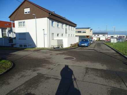 moderne Dachgeschoßwohnung in ruhiger Umgebung mit Garage