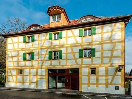 Stilvolles Dachgeschoss + offene Balken + ruhig und grün + Erstbezug + Fußbodenheizung + LED-Licht