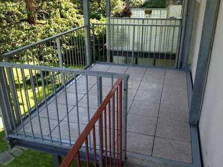 zentral und trotzdem ruhig: renovierte 3-Zimmerwohnung mit großem Balkon