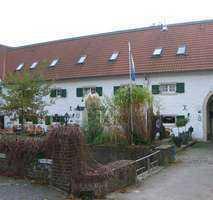 Extravagante 3 Zimmer - Wohnung in der alten Wasserburg mit Garten