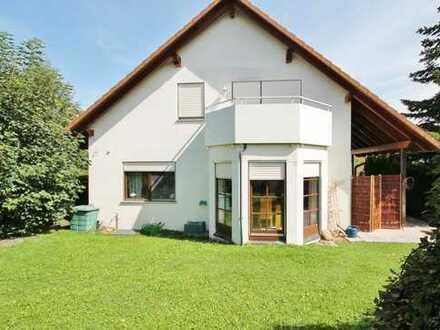 Helles, modernes Haus mit kleinem Garten!