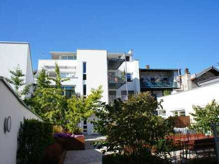 ... Rarität in der Altstadt von Mühldorf - moderne 4-Zi.-Wohnung mit großem Balkon + Lift ...
