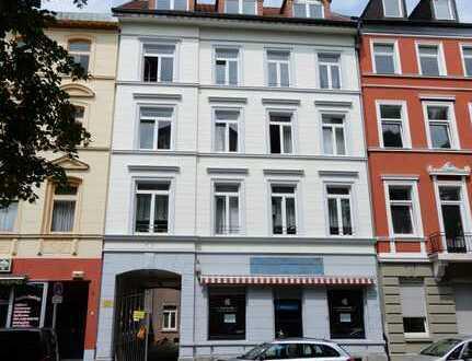 Mehrfamilienhaus mit Ladenlokal und Hofgebäude in Aachen-Ost