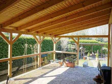 Charmant, großzügig mit Garten in ruhig gelegenem Zweifamilienhaus!