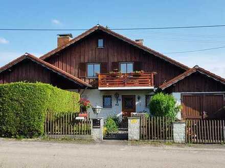 Gepflegte 2,5-Zimmer-Wohnung mit drei Balkonen in idyllischer Lage