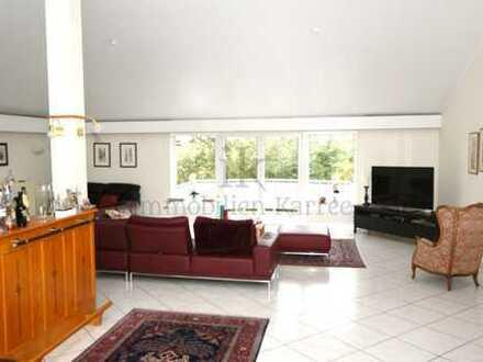 Wohnung mit separatem Eingang im schönen Zweifamilienhaus