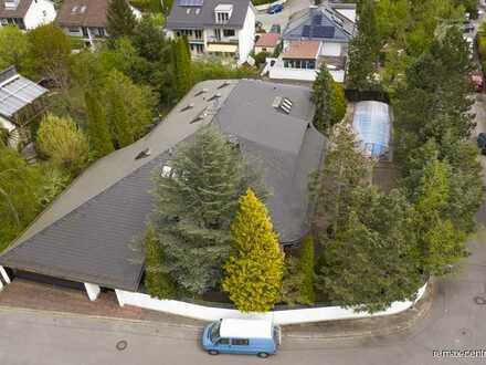 Luxurious top-class villa with hipped roof!