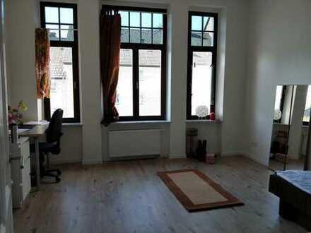 Großzügige 1-Zimmer-Wohnung mit einfacher Einbauküche in Wuppertal