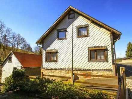 1 - 2 Familienhaus mit 2 Garagen, Nebengebäude u. groß. Gartengrundstück