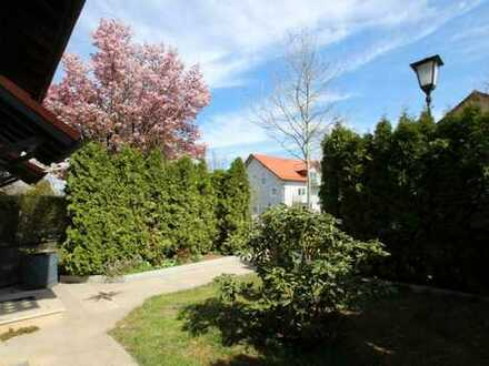 Ideal für eine Familie! DHH mit sonnigem Garten und Wintergarten