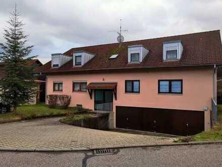 Tolle 4-Zimmer-Dachgeschosswohnung mit Garage in kleinem 4-Fam.-Haus