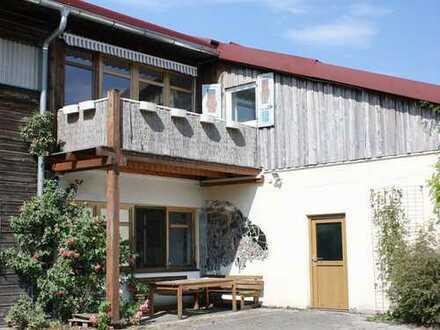 Geräumige 3-Zimmer-Dachgeschosswohnung mit Südbalkon in grüner Umgebung Sauerlach